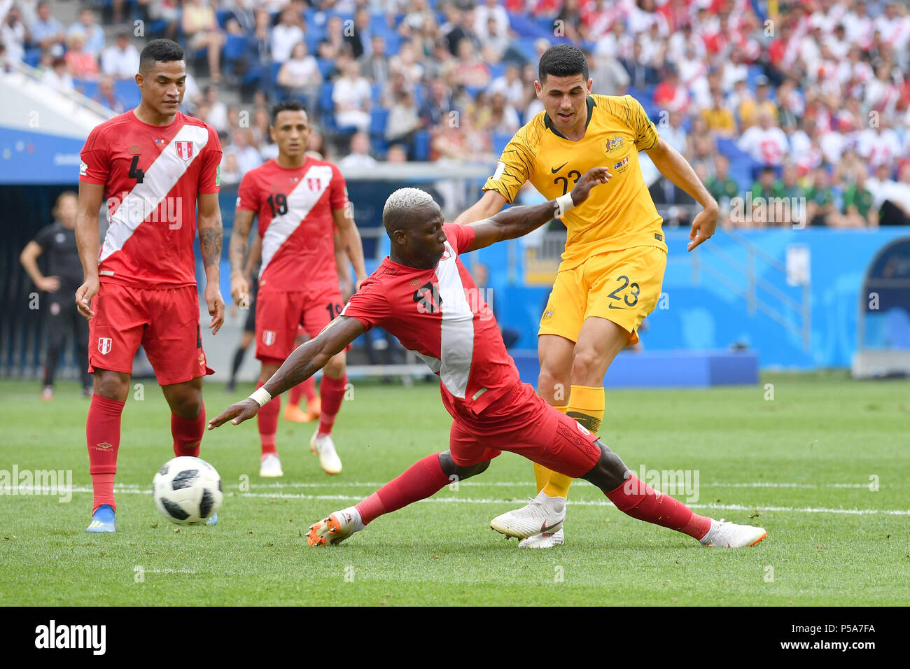 Sochi, Russland. 26th June, 2018. goalchance Tom ROGIC (AUS), action, duels versus Luis ADVINCULA (PER). Australia (AUS) - Peru (PER) 0-2, Preliminary Round, Group C, Game 38, on 26.06.2018 in SOCHI, Fisht Olymipic Stadium. Football World Cup 2018 in Russia from 14.06. - 15.07.2018. | usage worldwide Credit: dpa/Alamy Live News - Stock Image
