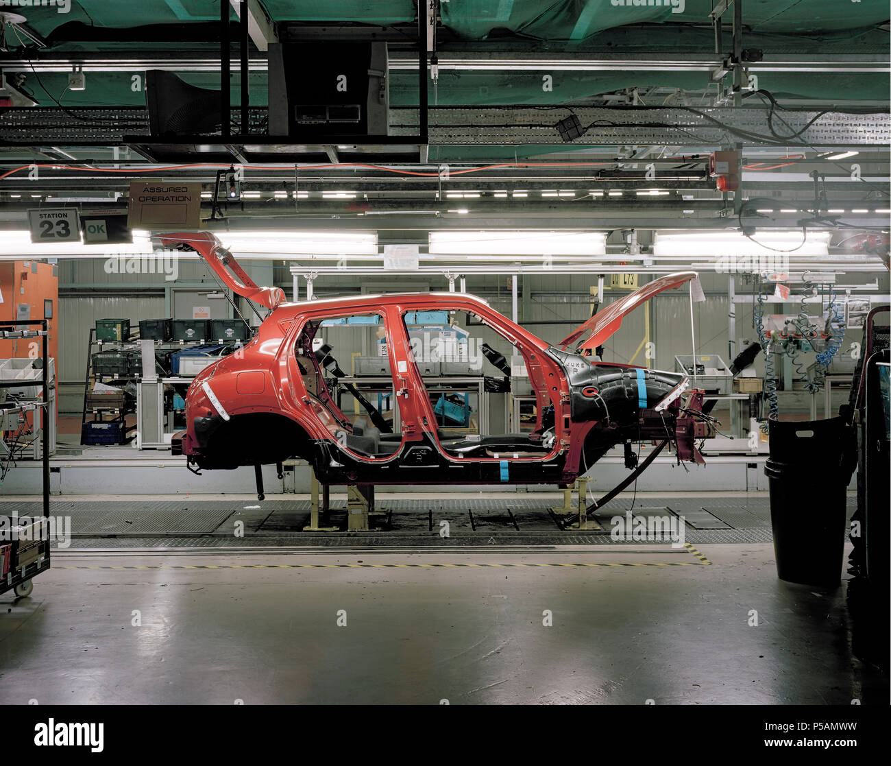 © John Angerson - Sunderland Trim and chassis production line of the latest 'compact crossover' Juke model at the Japanese owned Nissan car factory. - Stock Image