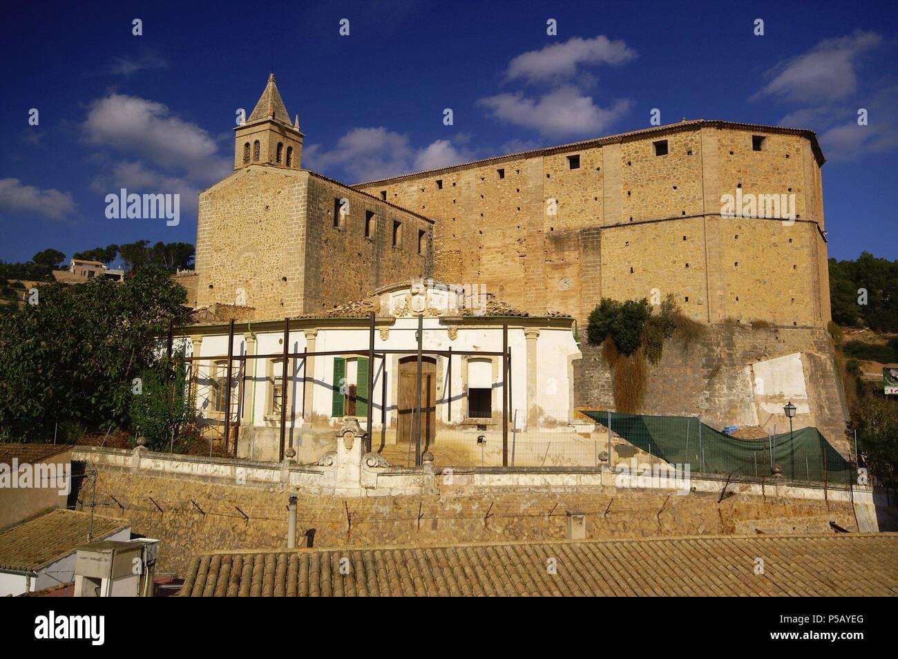 Iglesia parroquial fortificada,Andratx.Comarca de Ponent. Mallorca .Baleares. España. - Stock Image