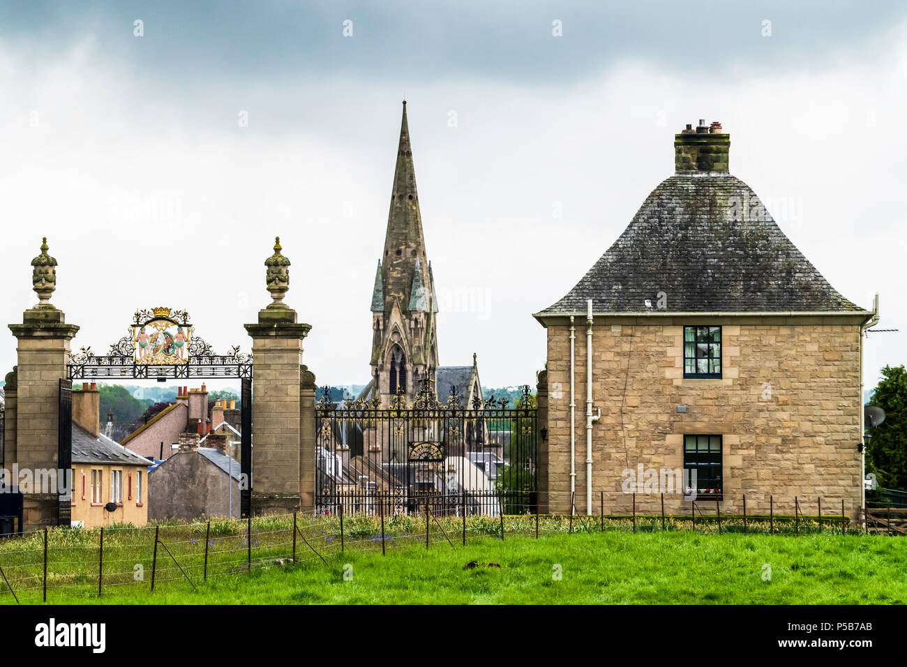 Roxburgh Street and Kelso North Parish Church viewed from the grounds of Floors Castle in the Scottish Borders. - Stock Image