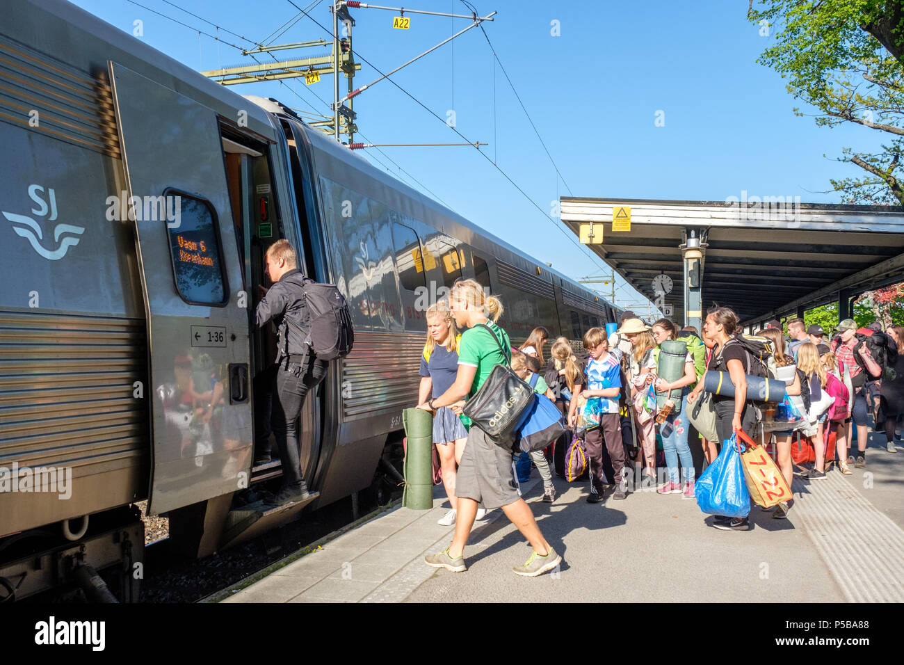 High-speed inter-city train between Stockholm and Copenhagen stopping at Norrkoping Central Station. - Stock Image