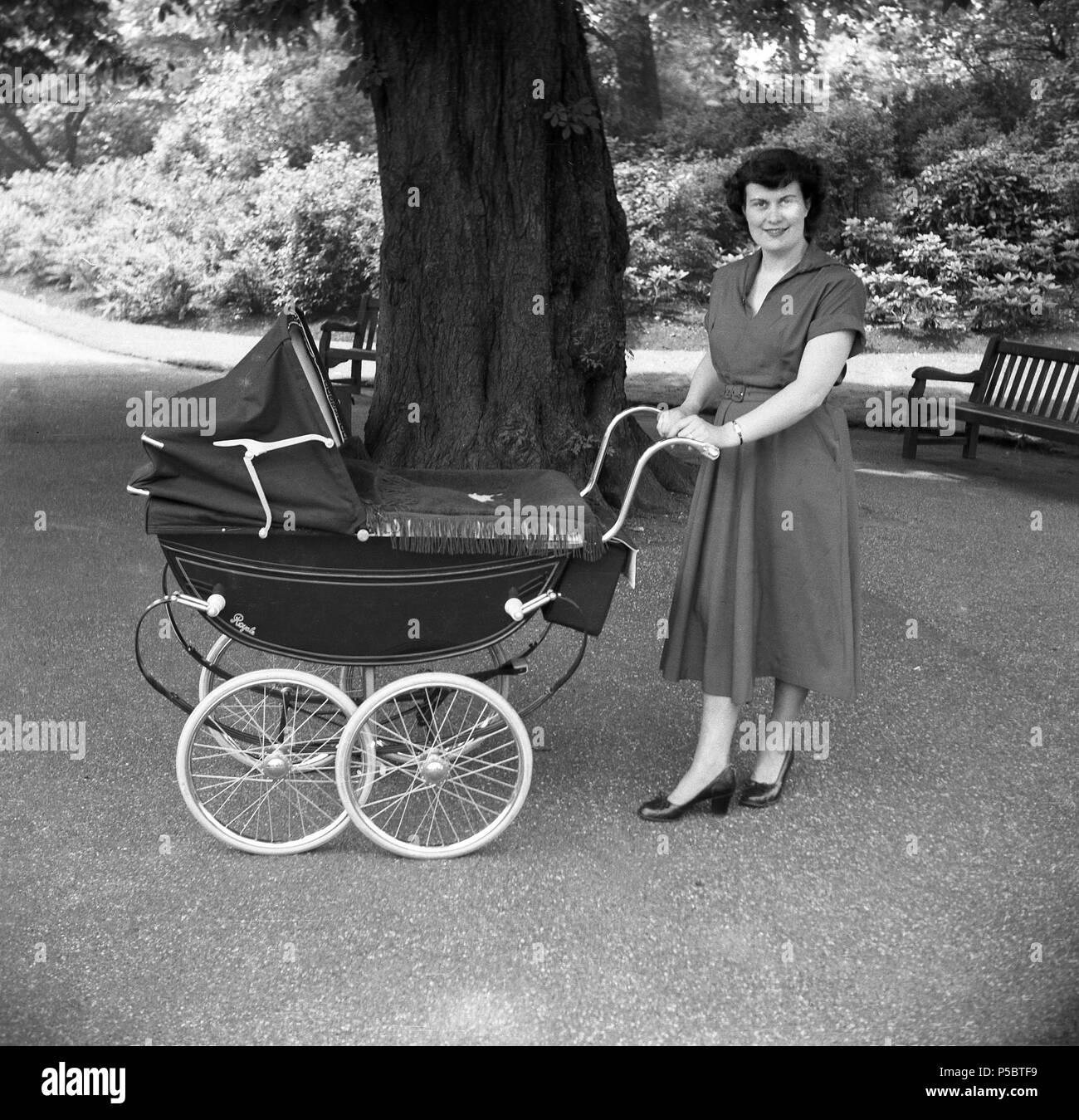 0eb07a5e9872 Baby Pram 1950s Stock Photos   Baby Pram 1950s Stock Images - Alamy