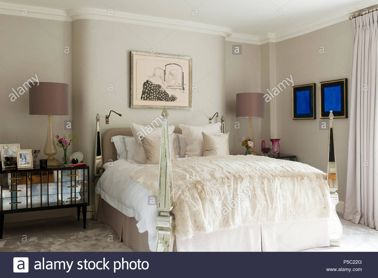 Four poster bed in country style bedroom - Stock Image