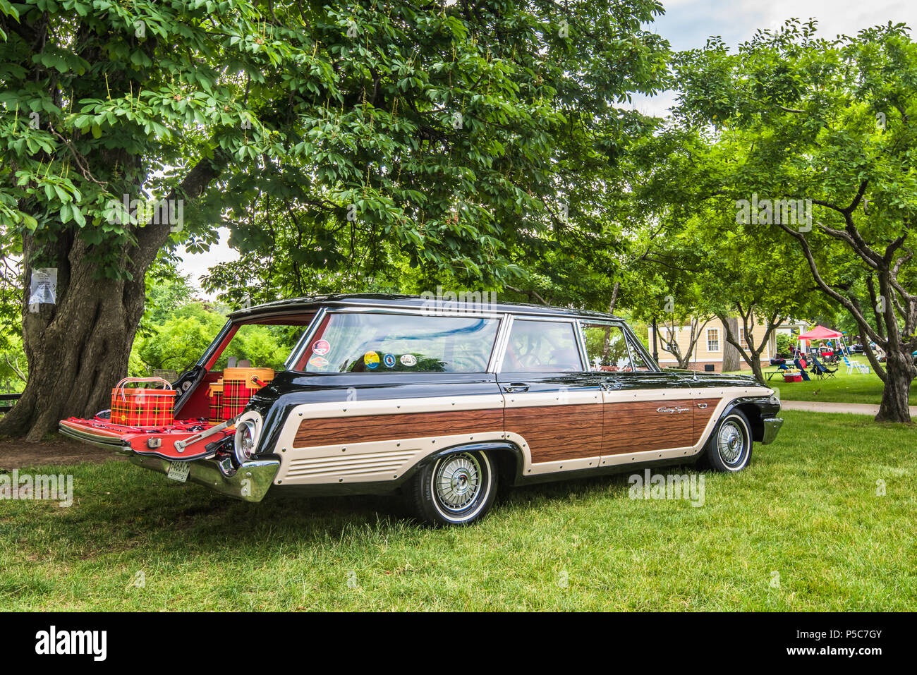DEARBORN MIUSA JUNE A Ford Galaxie Country Squire - Henry ford car show