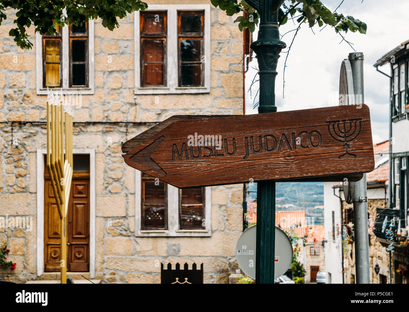 Sign pointing to the Jewish Museum of Belmonte, Museu Judaico de Belmonte which opened in 2005 - Stock Image