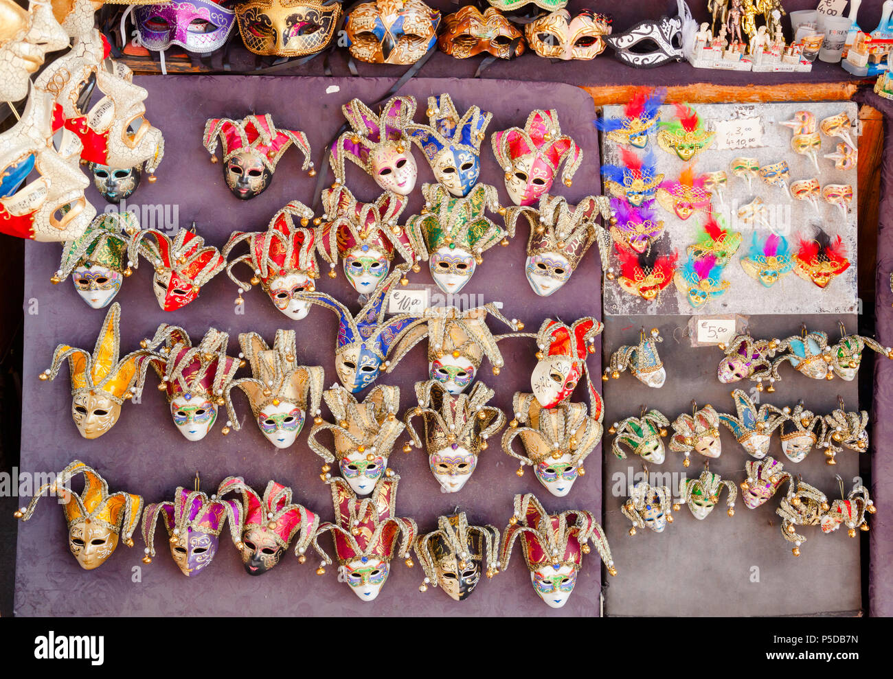 FLORENCE, ITALY - JUN 1, 2018: Street stall with traditional italian souvenirs - Venetian carnival masks for sale - Stock Image