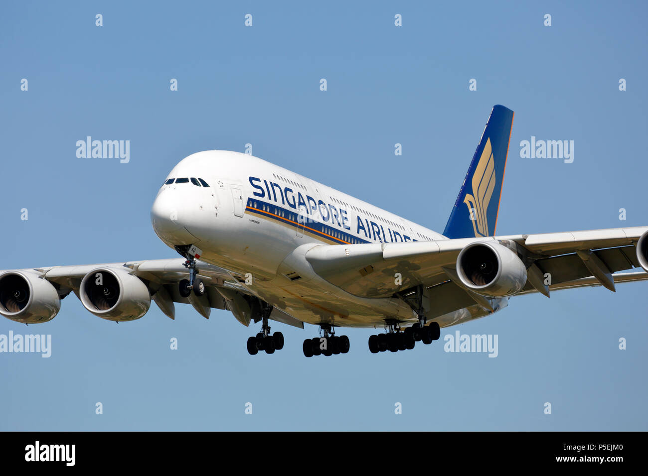 9V-SKQ Singapore Airlines Airbus A380-800 on approach to London Heathrow 27L runway after a long haul flight - Stock Image