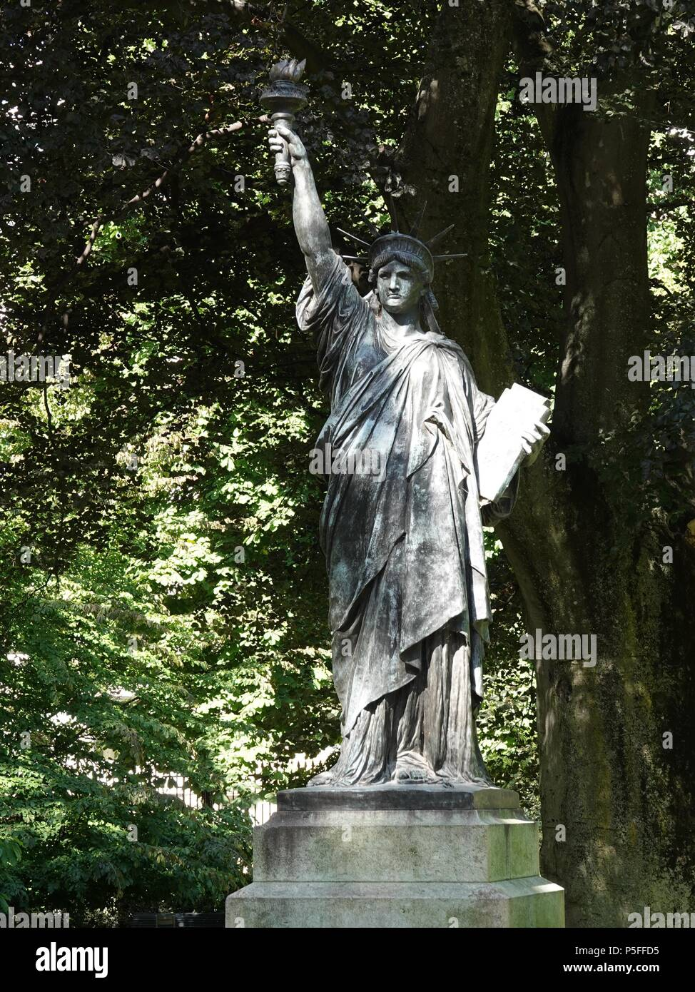Luxembourg Gardens Stock Photos Luxembourg Gardens Stock Images Alamy
