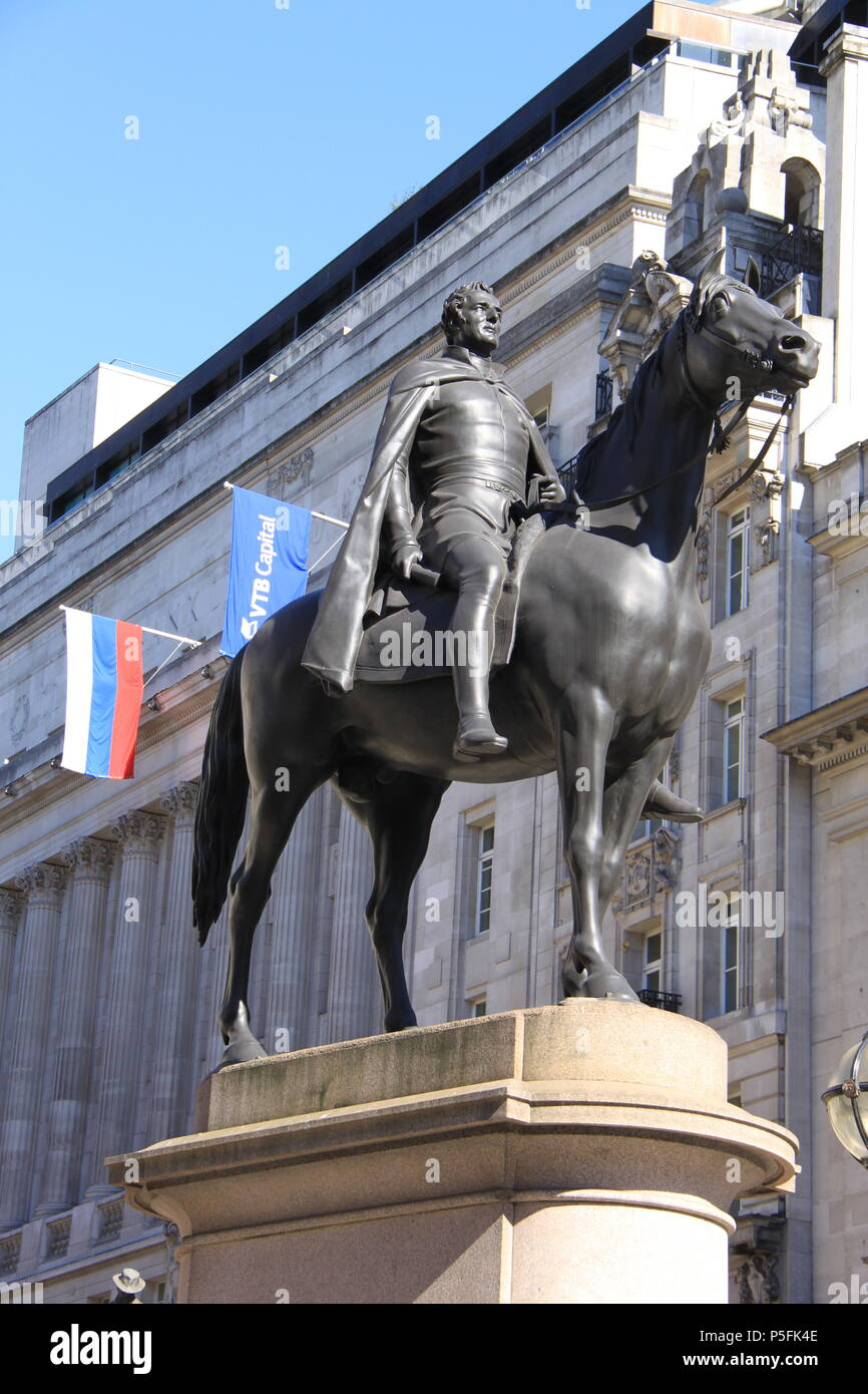 Bronze statue of the Duke of Wellington (made from captured enemy cannon melted down after the Battle of Waterloo), London, England, UK, PETER GRANT - Stock Image