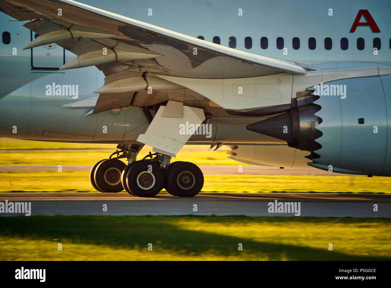 Montreal,Canada, 25 June 2018. Close-up view of landing gear on a  passenger jet lifting off from Trudeau International airport.Credit:Mario Beauregar - Stock Image
