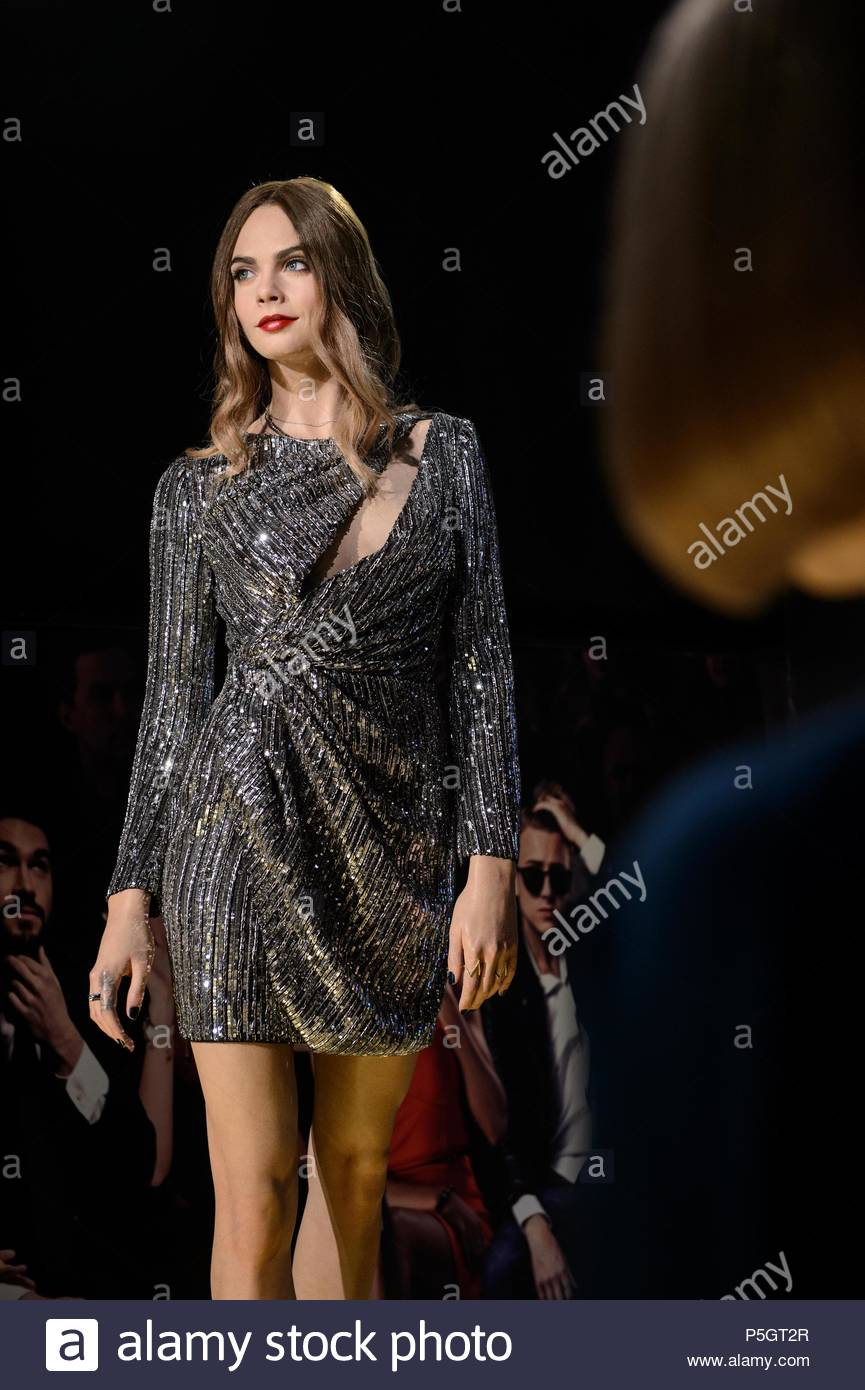 images Want to Hang Out With Anna Wintour Itll Cost You Major Money