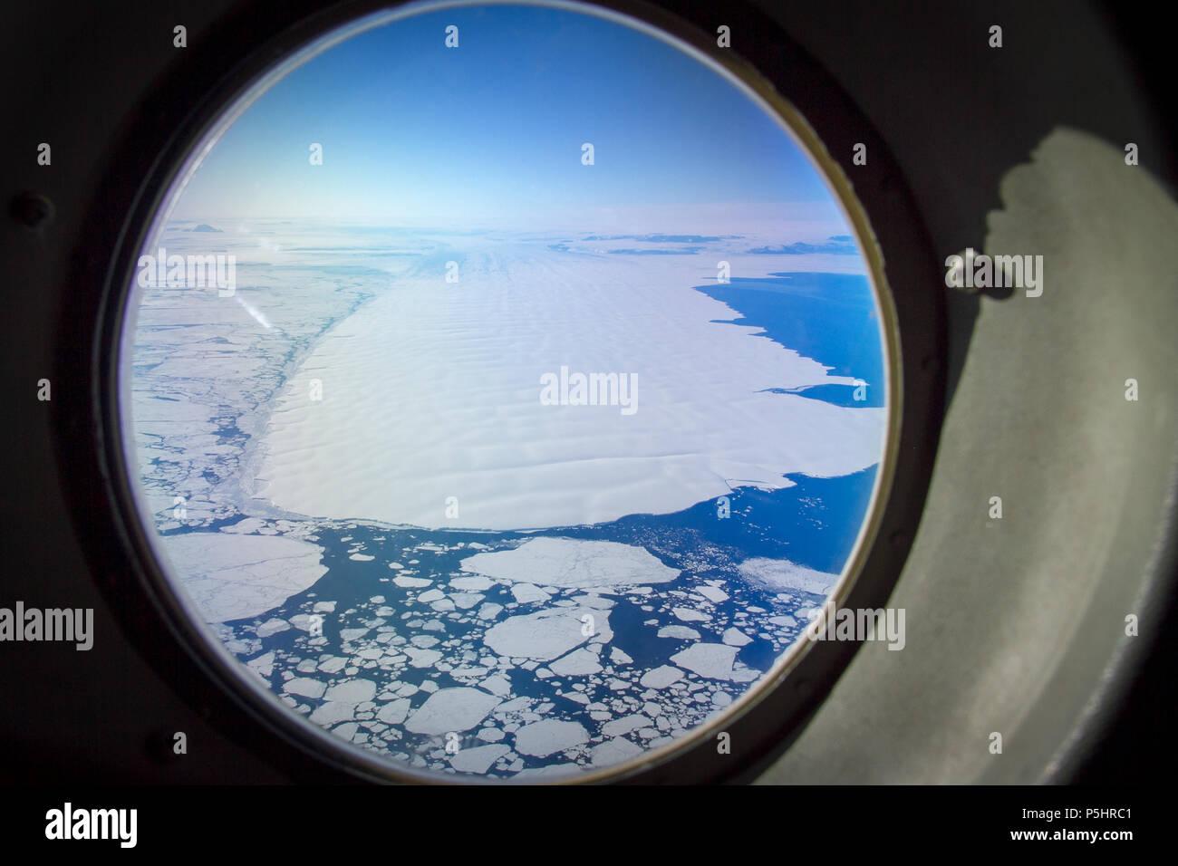 Aerial view of Sea ice in the Ross Sea through Hercules aeroplane window - Stock Image