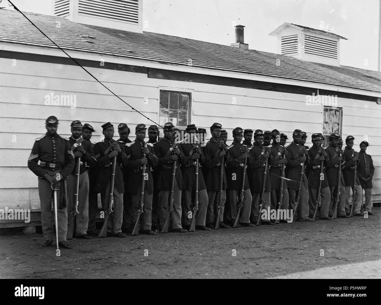 N/A. English: The men in this picture are from Company E, 4th United States Colored Infantry. Theirs was one of the detachments assigned to guard the nation's capital during the American Civil War of. circa 1864. From the collections of the Library of Congress 40 4th United States Colored Infantry Stock Photo