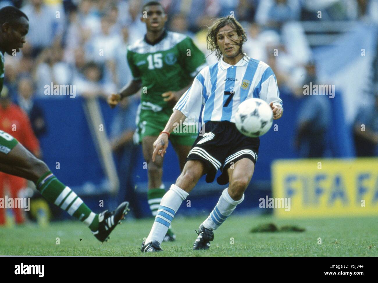 firo Football, 25.06.1994 World Cup 1994 Argentina - Nigeria 2: 1 Claudio CANIGGIA duels | usage worldwide - Stock Image