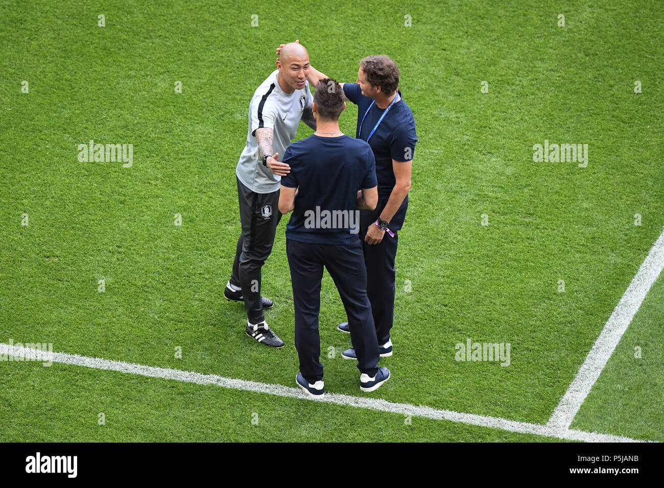 Kazan russland 27th june 2018 du ri cha south korea assistant du ri cha south korea assistant coach miroslav klose dfb and assistant coach marcus sorg germany greet each other before the match m4hsunfo