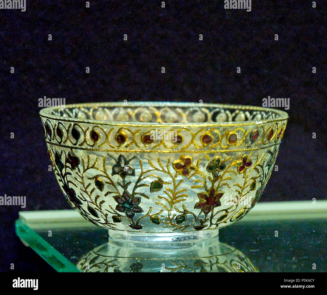 N/A.  English: Wine cup, Mughal art from India. Français : Coupe à vin, art moghol d'Inde. . 18th century. N/A 395 Cup India Louvre R322 Stock Photo