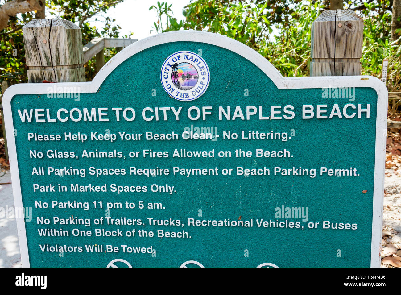Naples Florida City of Naples Beach park sign use rules guidelines no littering glass animals fires - Stock Image