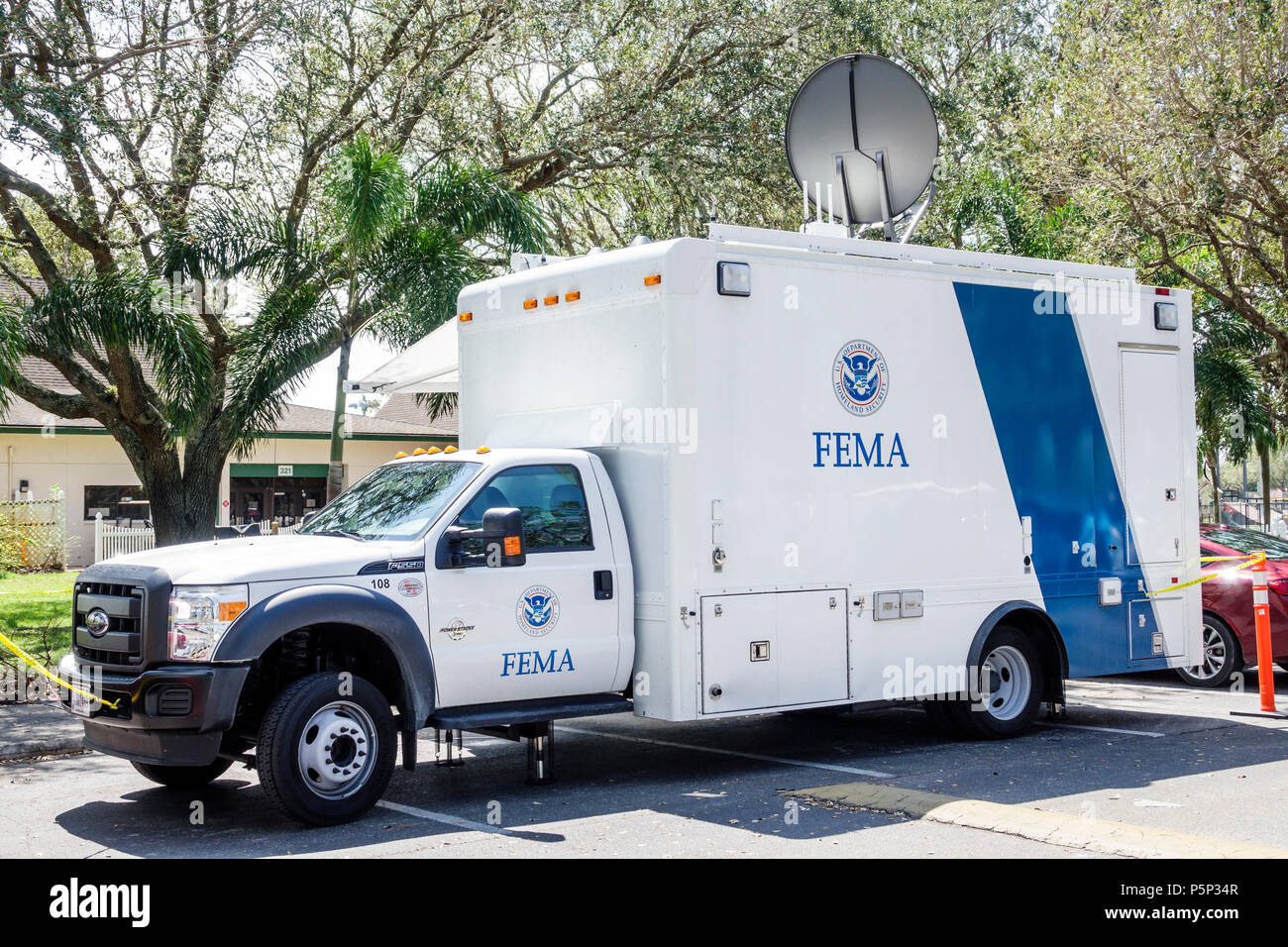 Immokalee Florida storm assistance relief FEMA State Disaster Recovery Center centre communications truck mobile response unit - Stock Image