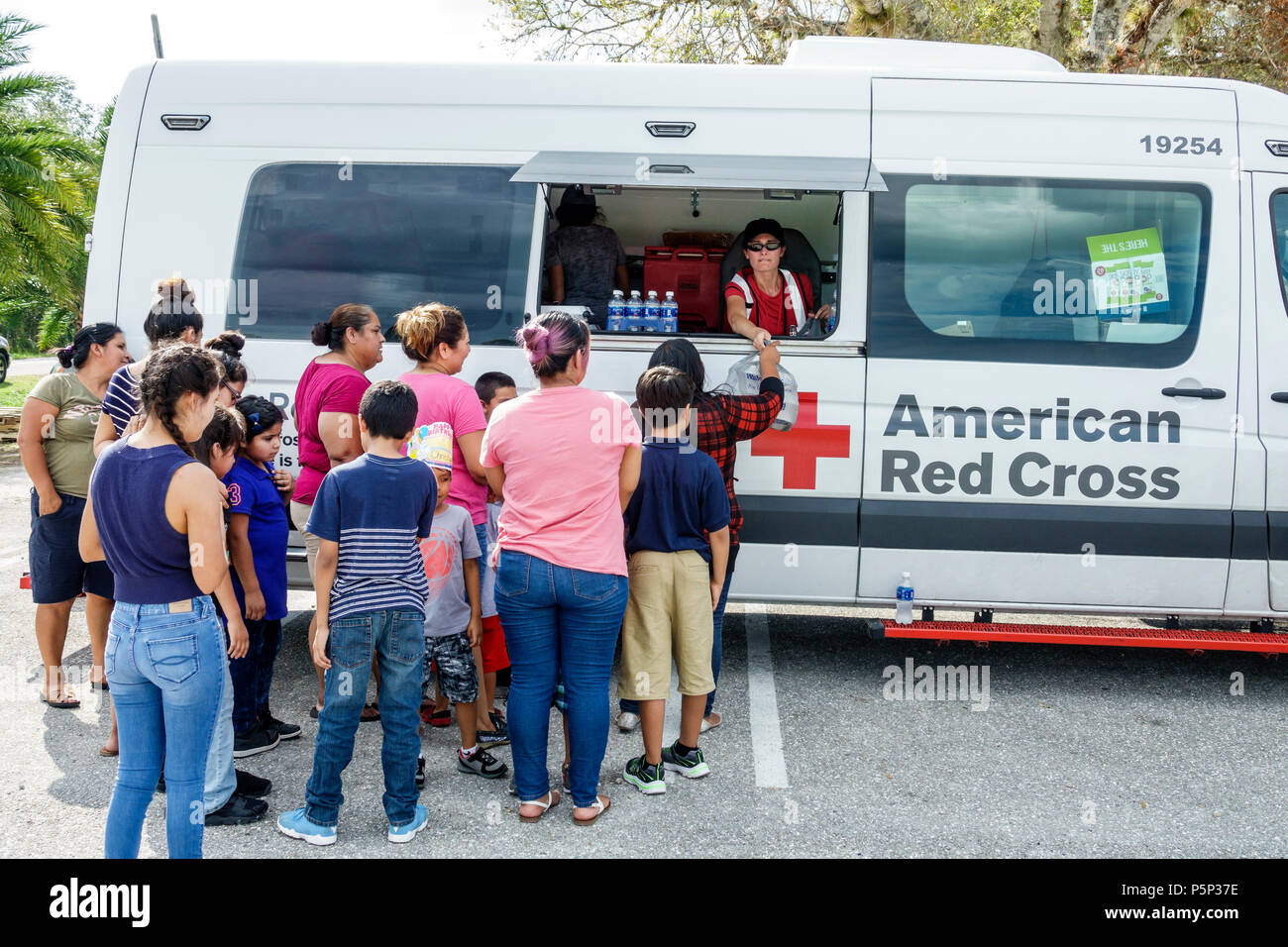 Florida LaBelle after Hurricane Irma storm aid assistance destruction aftermath disaster recovery relief Red Cross Disaster Relief volunteer food van Stock Photo