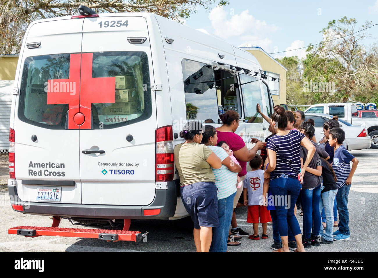 Florida LaBelle after Hurricane Irma storm aid assistance destruction aftermath disaster recovery relief Red Cross Disaster Relief volunteer food van - Stock Image