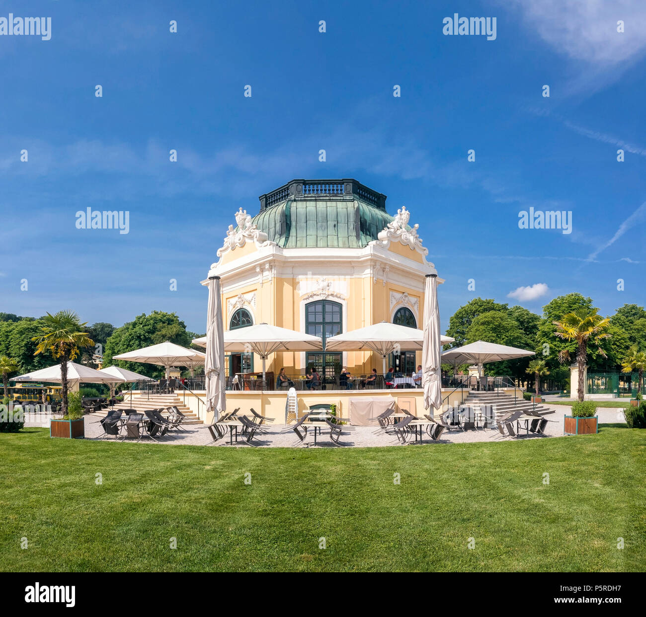 The Cafe Restaurant Kaiserpavillon was built in 1759, is located in the heart of the Tiergarten Schönbrunn and still o Stock Photo