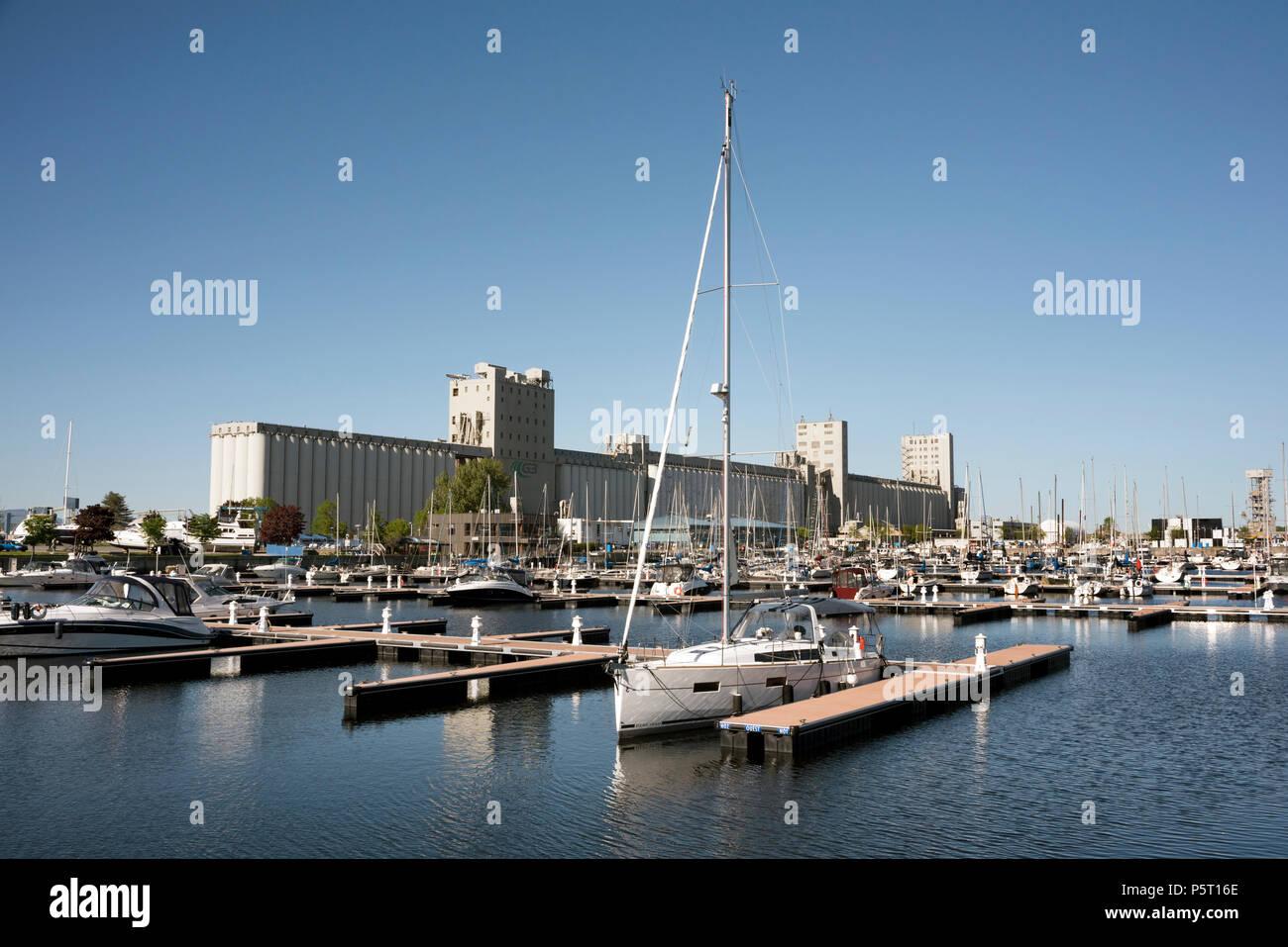 Bassin Louise marina, Quebec City, Canada. Grain silos seen to the rear. - Stock Image