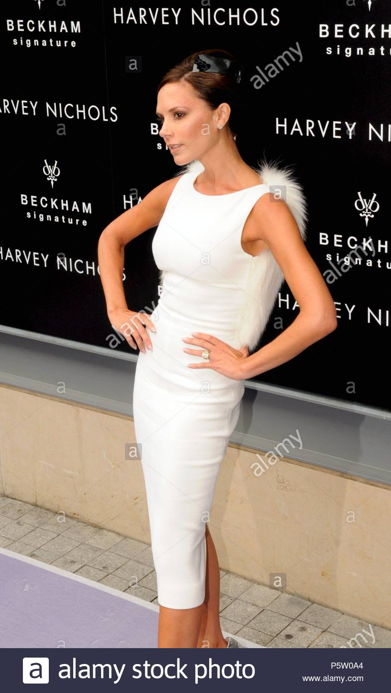 4ecc11302aa3 Victoria Beckham aka Posh Spice from the Spice Girls arriving at the Harvey  Nichols store in ...