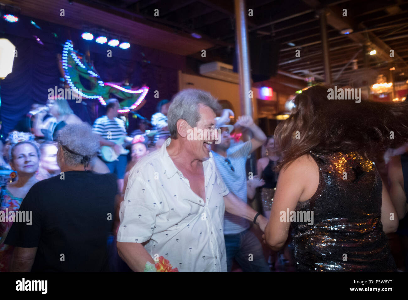 Couple dancing at the carnival ball in the Rio Scenarium samba club, Lapa, Rio, Carnival 2018 - Stock Image