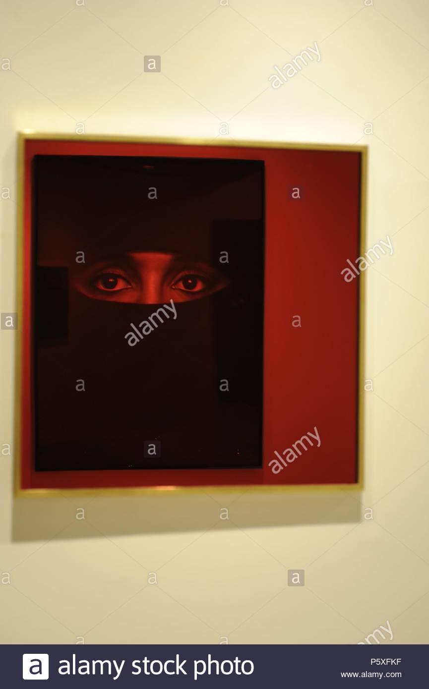 MONSTRANCE UNTITLED (RED 16) - REFLEJO DE HANNAE IN A BURKA - 2010 ...