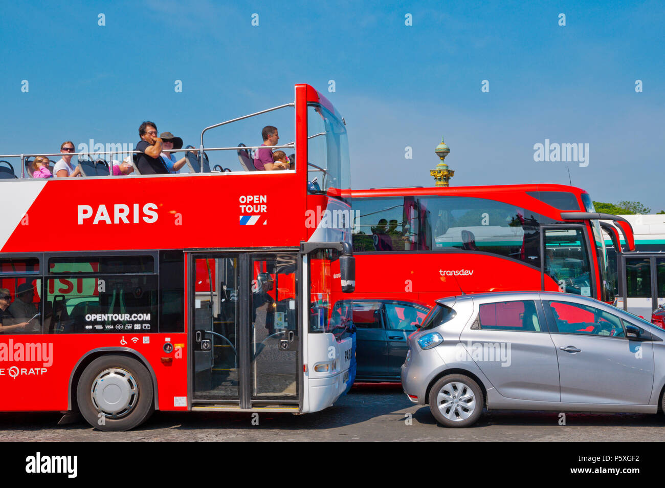 Traffic congestion, sightseeing bus, Place de la Concorde, Paris, France - Stock Image