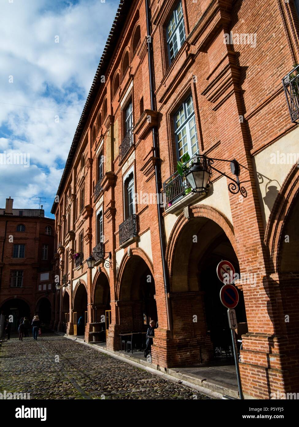 Archs and facades on the Place Nationale in Montauban, Tarn-et-Garonne, Occitanie region  March 2018 Photo Damien Grenon credit:Damien Grenon/Photo12 - Stock Image