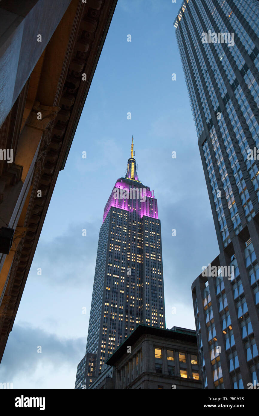 The art-deco architecture of New York's Empire State Building reaches into the dusk sky - Stock Image