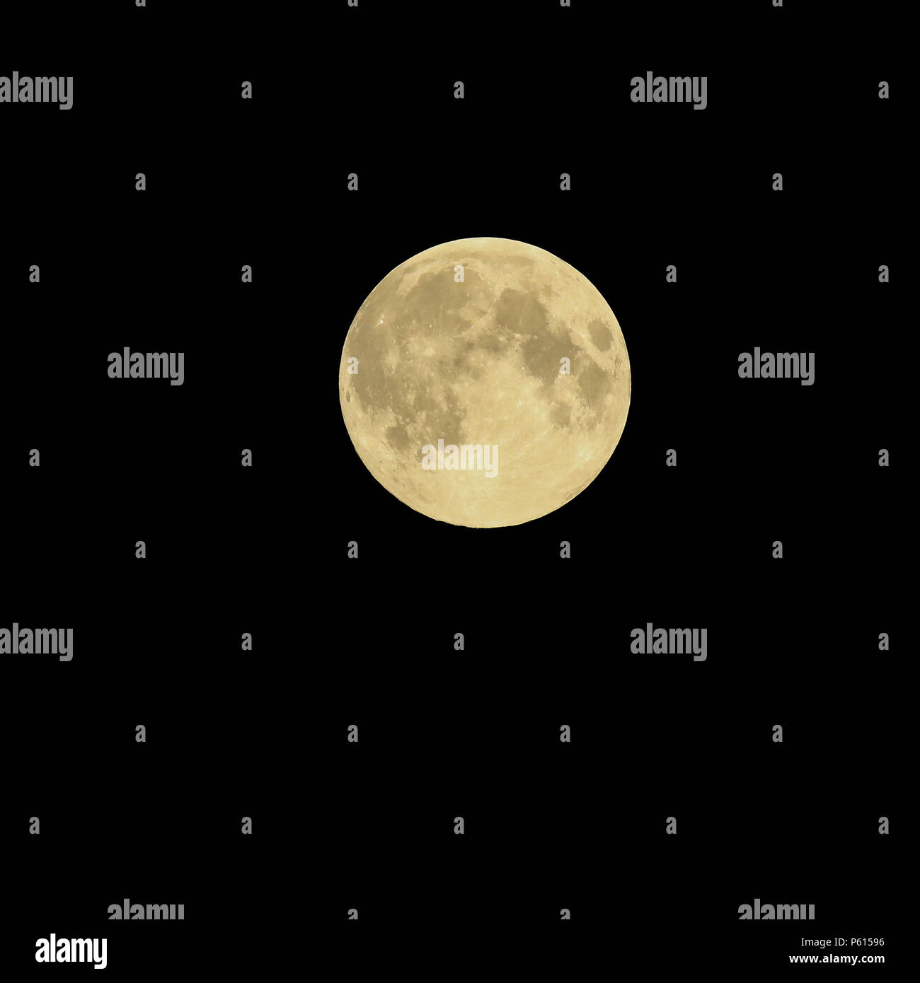 Lurgan, Northern Ireland, UK. 28 June 2018. - the June full moon and the planet Saturn in the night sky. Shot taken at  00.47 BST. Credit: David Hunter/Alamy Live News. - Stock Image