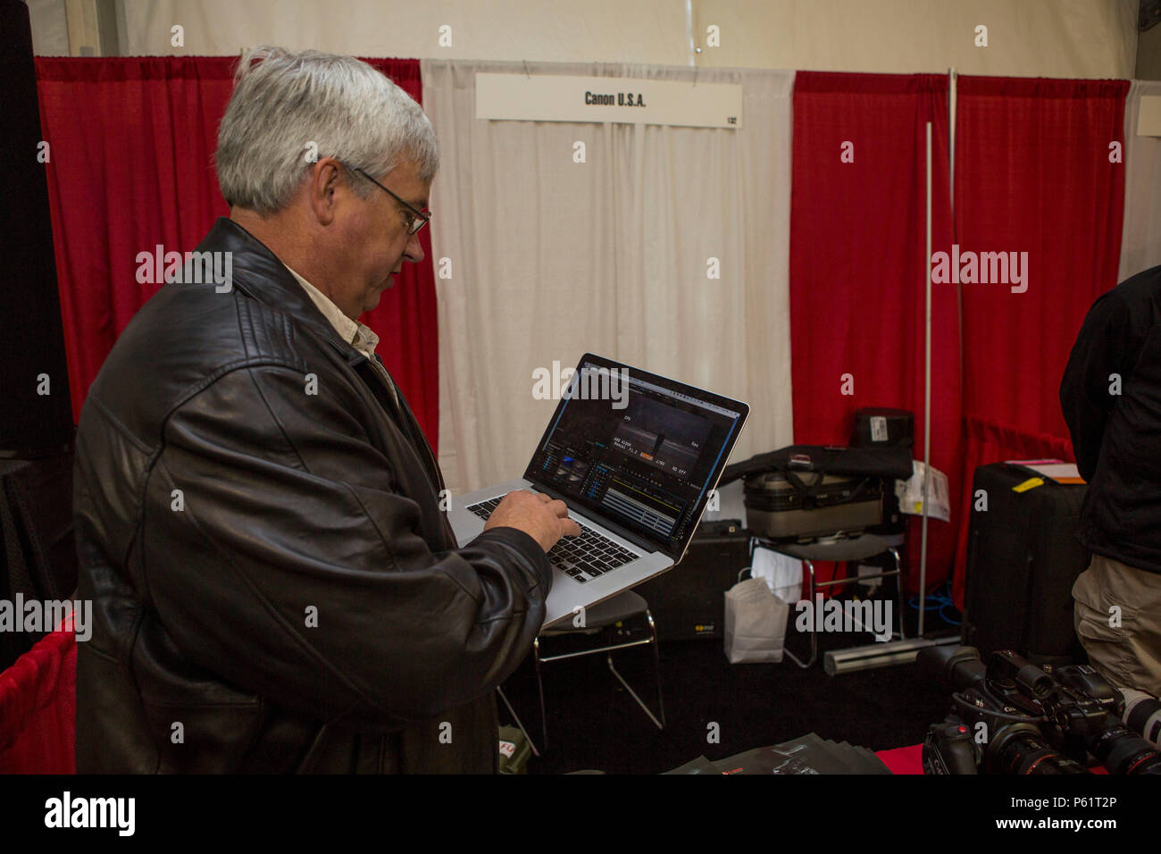 Light Sensor Stock Photos Images Alamy The Electronics David Carlson Exhibitor With Canon Usa Incorporated Demonstrates Of