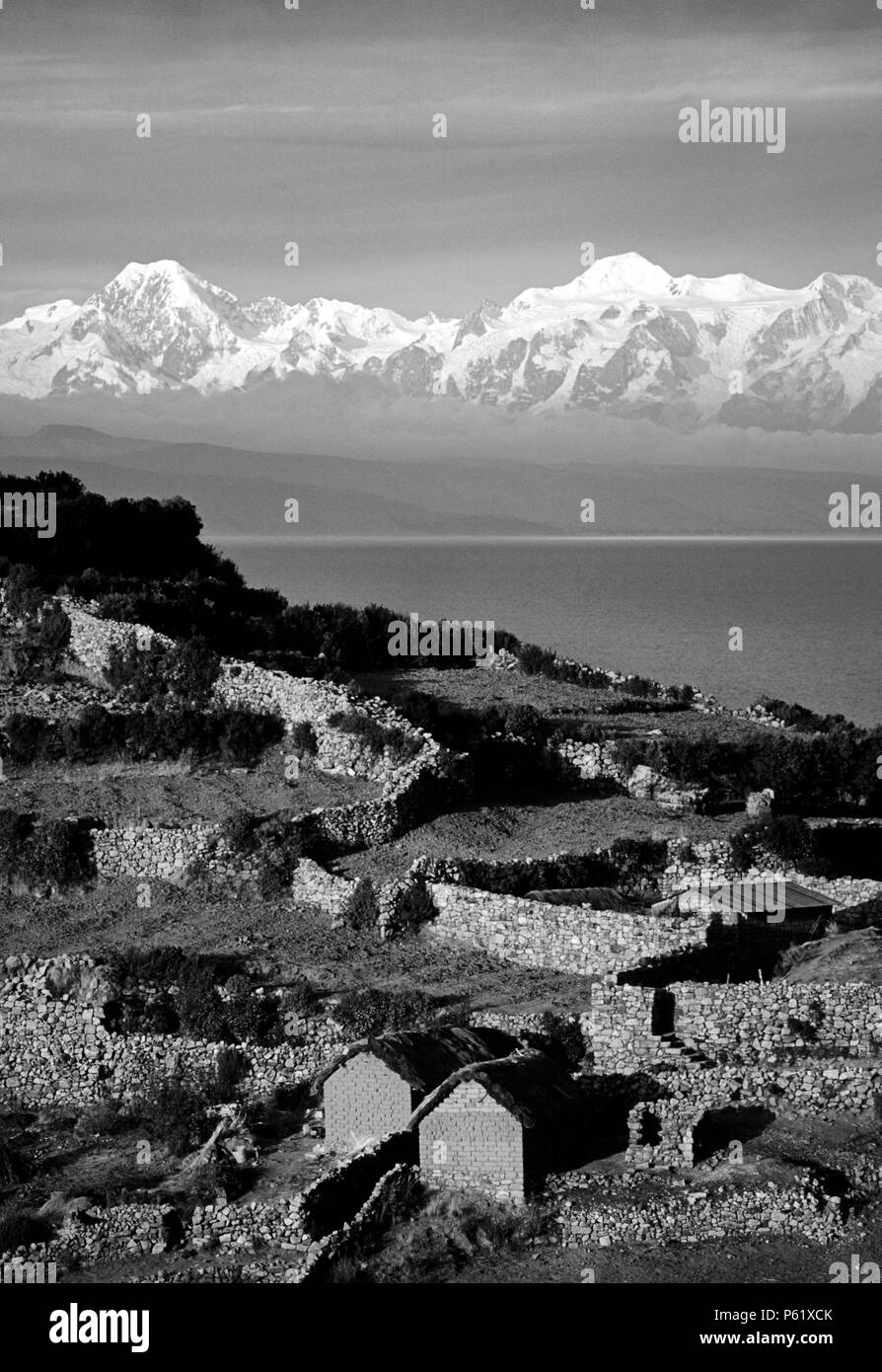 NEVADO ILLAMPU (7010 M) is visible behind the Village of CHALLAPAMPA on ISLE DEL SOL - LAKE TITICACA - Stock Image