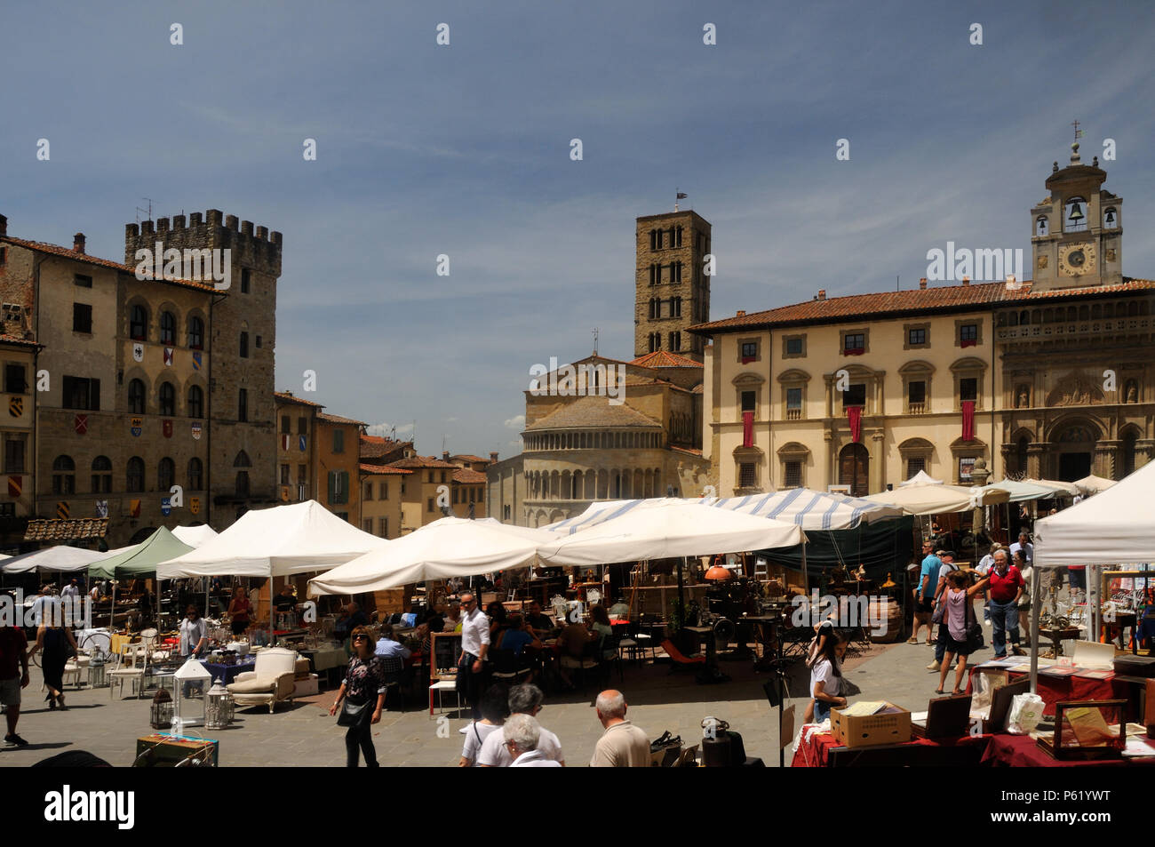 One of the monthly Antiquarian Fairs of Arezzo in progress in the Piazza Grande, Arezzo, Tuscany, Italy - Stock Image