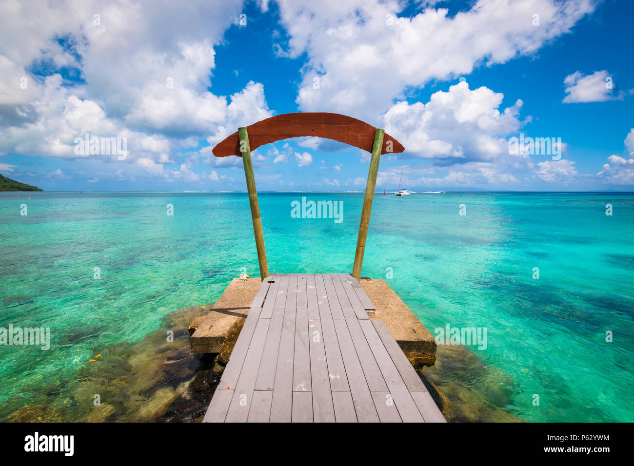 Amazing ocean view from a wooden jetty in Huahine, French Polynesia - Stock Image