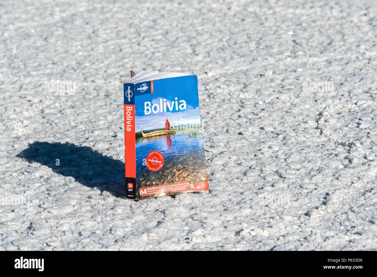 Travel guide on the world's biggest salt plain Salar de Uyuni, Bolivia - South America - Stock Image
