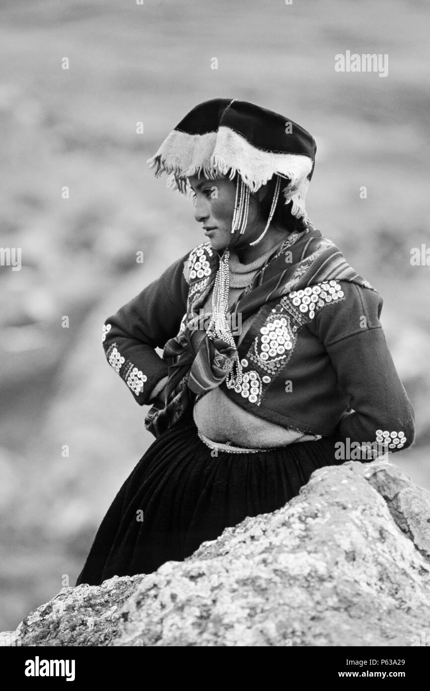Young Quechua beauty calls the high Altiplano near Auzangate home - Andes Mountains, Peru - Stock Image