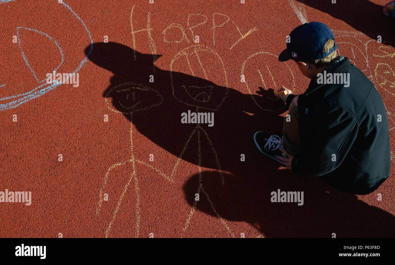 Children from Vogelweh Elementary School draw out their emotions during a therapy session April 21, 2016, at Vogelweh Military Complex, Germany. Children at the school who arrived after being separated from family serving in Turkey are cared for by guidance counselors who help ease their stress and anxieties. - Stock Image