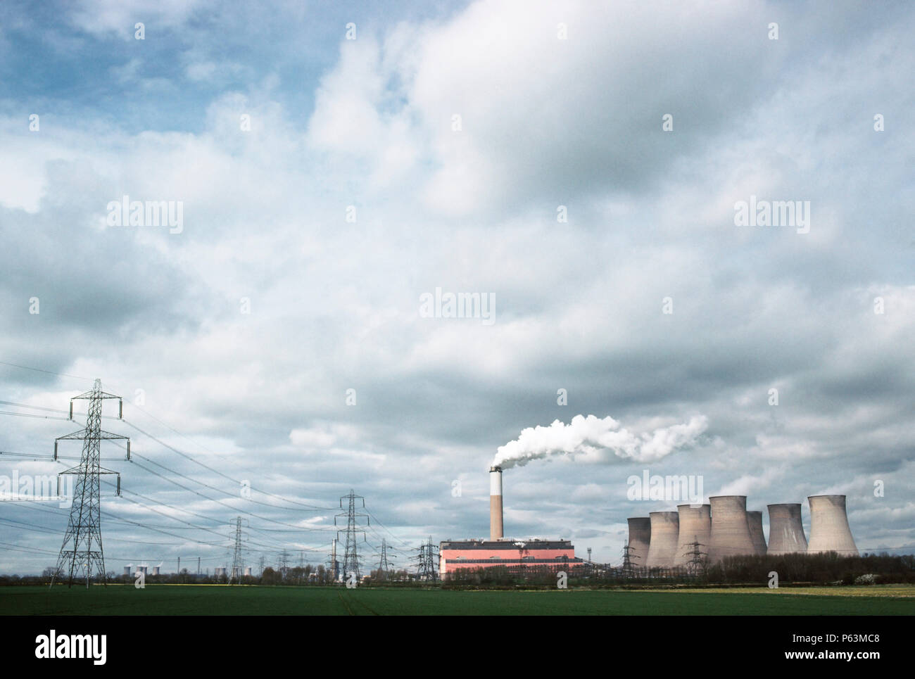 Coal fired power station on the Trent river at Cottam, Nottinghamshire. West Burton power station is in the background in the distance, England, UK - Stock Image