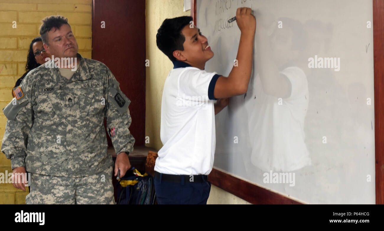 Page 2 U S Army Staff Sgt Garcia High Resolution Stock Photography And Images Alamy