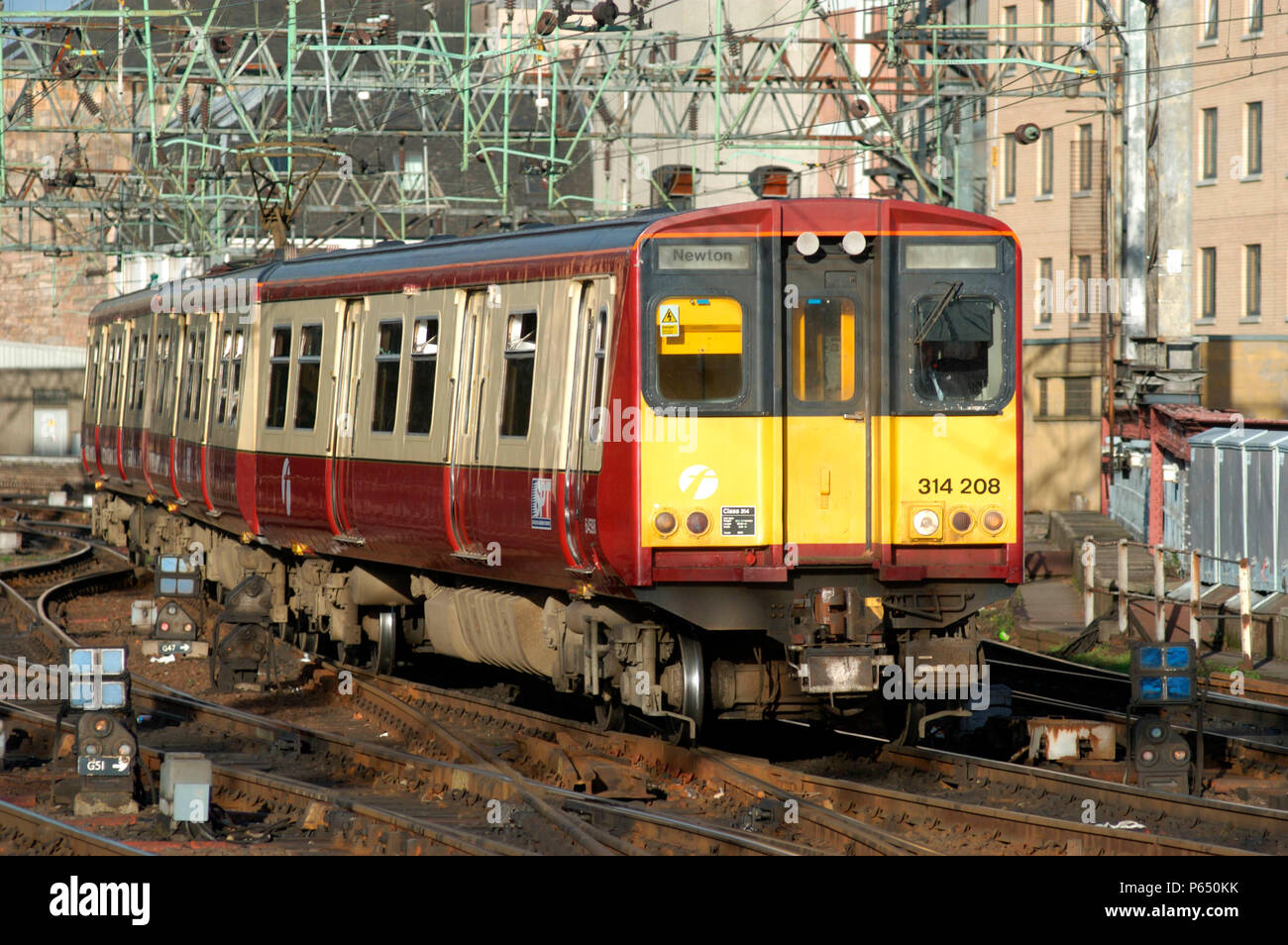 314.208 arrives at Glasgow Central with a local service from Newton. November 2004. - Stock Image