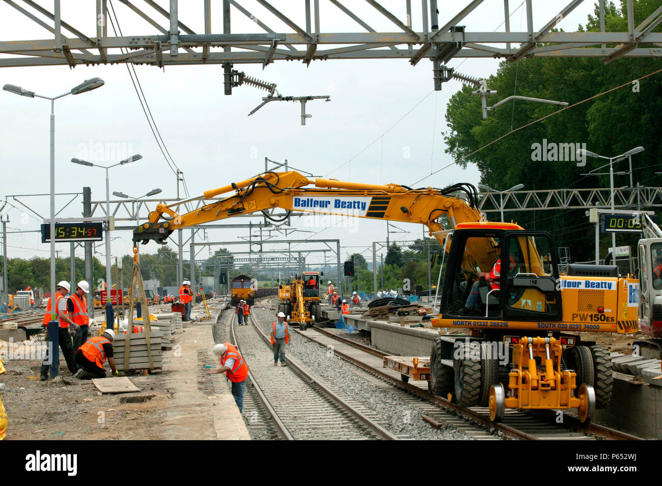 New platform coping stones being lifted into position during the modernisation of Tring station during the West Coast Main Line upgrade. June 2004. - Stock Image