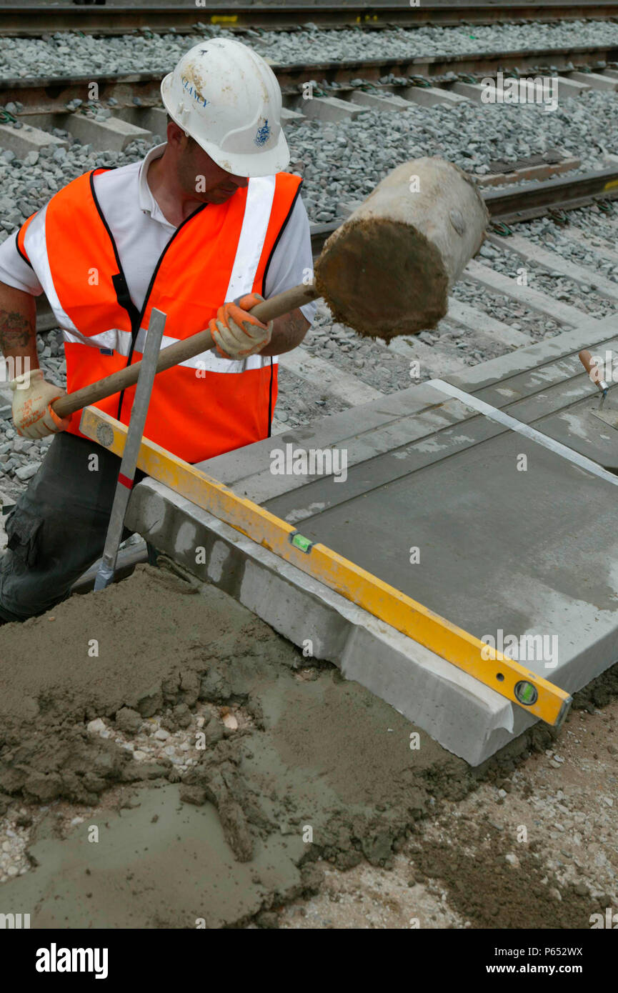 New platform coping stones being placed into position during the modernisation of Tring station as part of the West Coast Main Line upgrade. June 2004 - Stock Image