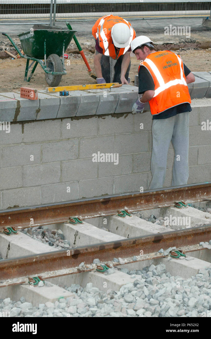 New platform coping stones being placed into position during the modernisation of Tring station as part of the West Coast Main Line upgrade. June 2004 Stock Photo