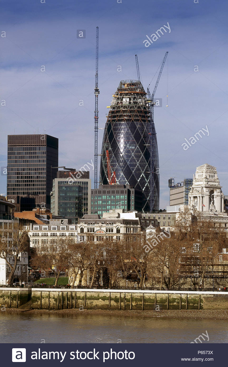 Construction of the Swiss Re Building, the Gherkin, London, United Kingdom. Designed by Norman Foster and Partners. - Stock Image