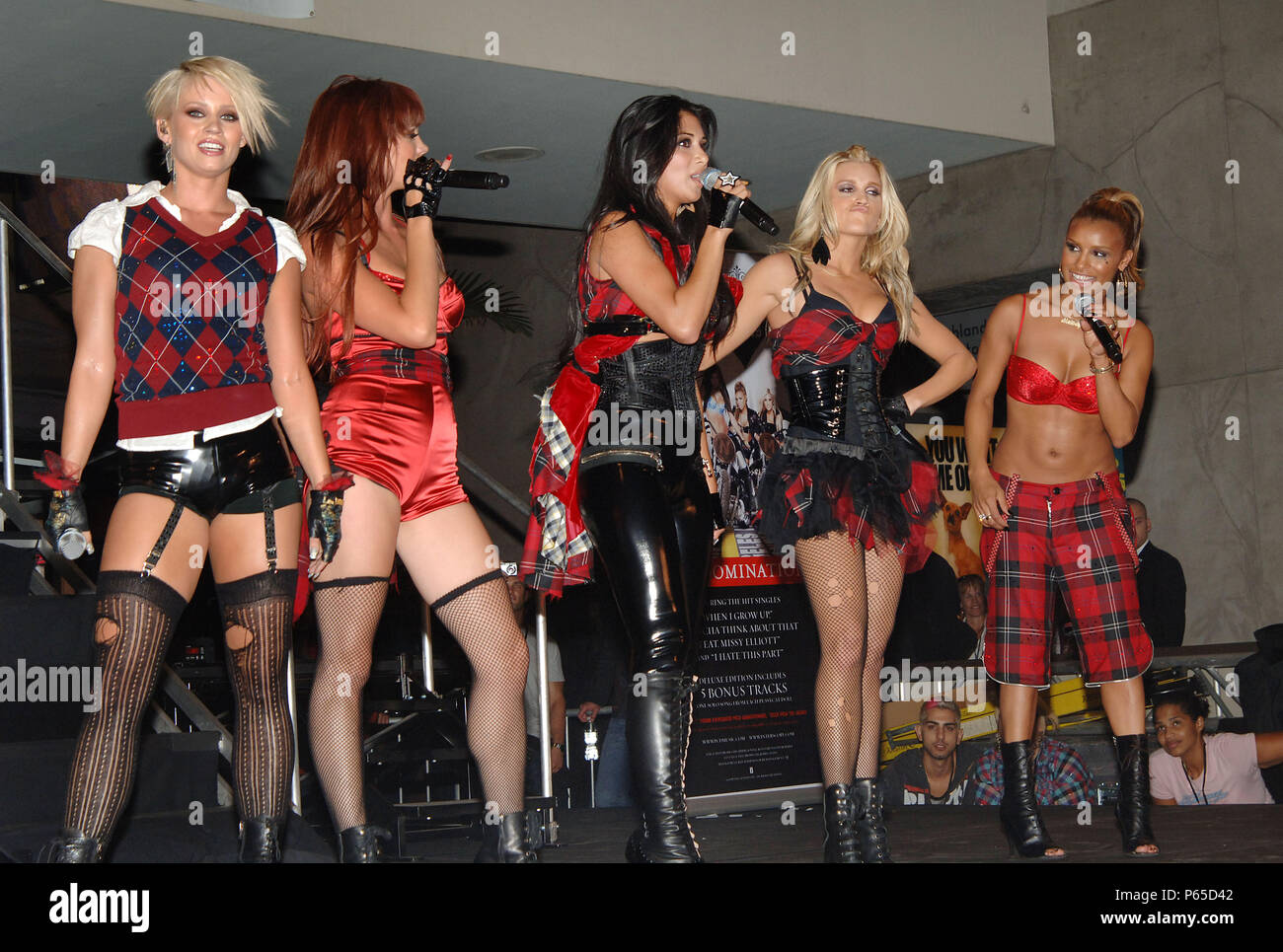 The Pussycat Dolls Nicole Scherzinger Ashley Roberts Kimberly Wyatt Melody Thornton Jessica Sutta Live Performance In