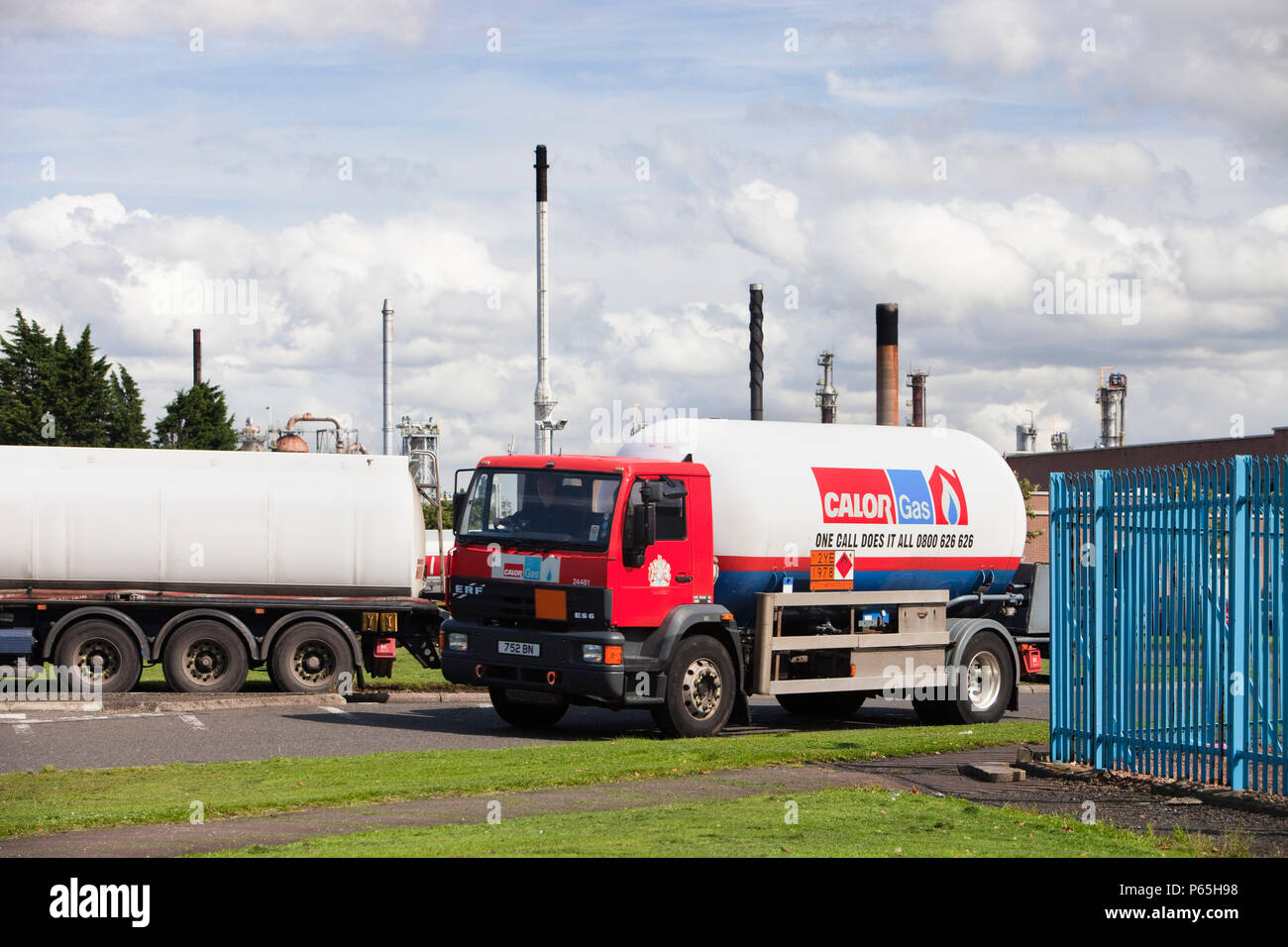 Calor gas lorry at the Ineos oil refinery in Grangemouth Scotland, UK. The site is responsible for massive C02 emissions. - Stock Image