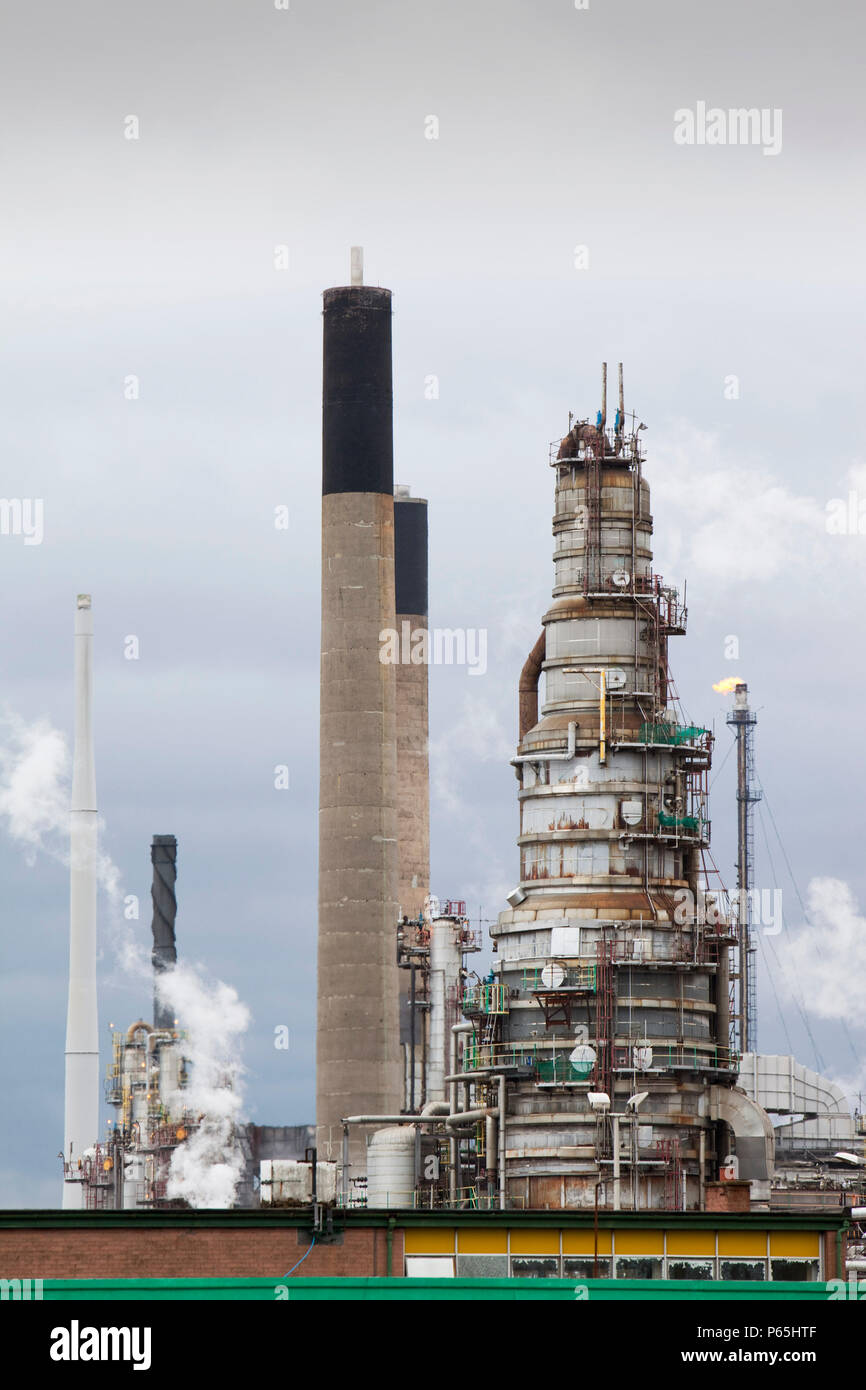 The Ineos oil refinery in Grangemouth Scotland, UK. The site is responsible for massive C02 emissions. - Stock Image